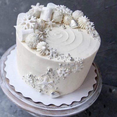 торт на новый год 2020 со снежинками